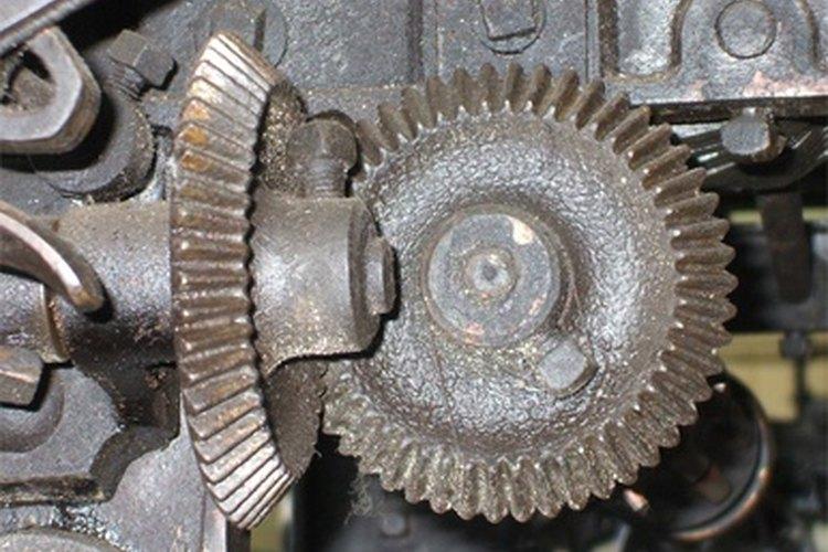 Los engranajes cónicos con dientes en espiral y rectos están alineados en el mismo plano.