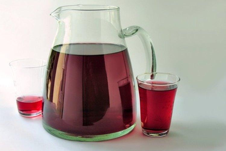 Un buen vino tinto será la base de tu sangría.