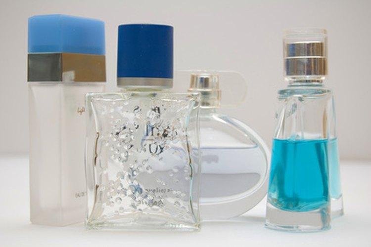 Los materiales adecuados pueden ayudarte a limpiar los recipientes de vidrio de los residuos de aceite, para poder volver a usarlos.
