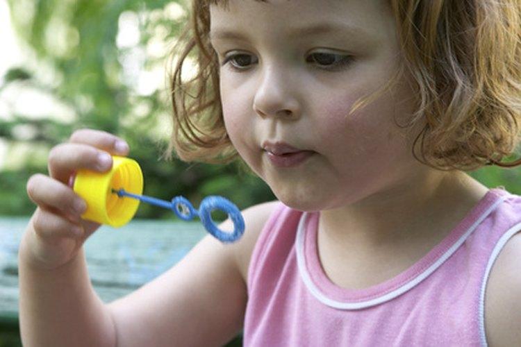 A tu pequeño le encantará jugar con burbujas.