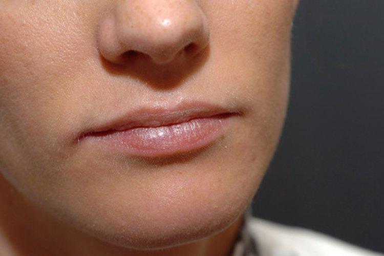 El humectante labial protege los labios.