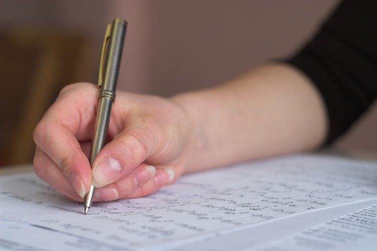 Tomar un examen escrito.
