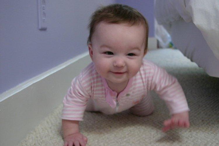 Una vez que el bebé comienza a gatear, es momento de instalar las puertas.