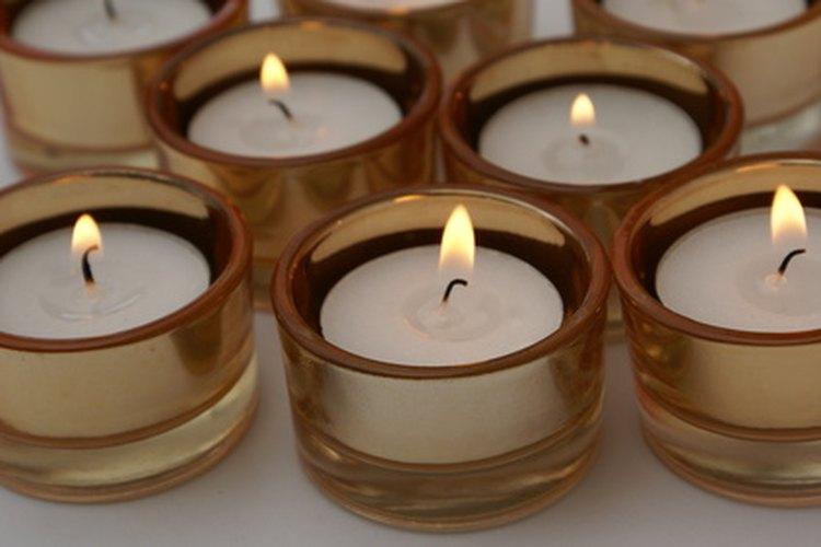 La luz de veladoras es una forma de romántica de conquistar a tu pareja.