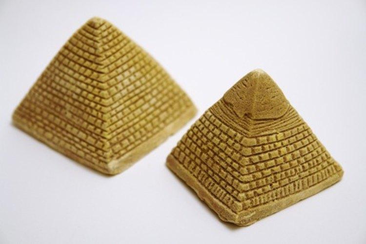 Pueden hacer fichas con forma de pirámide para los juegos de mesa.