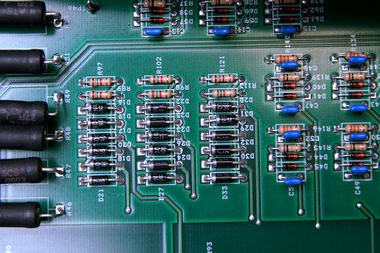 La mayoría de los diodos que comúnmente se usan son diodos de silicio.