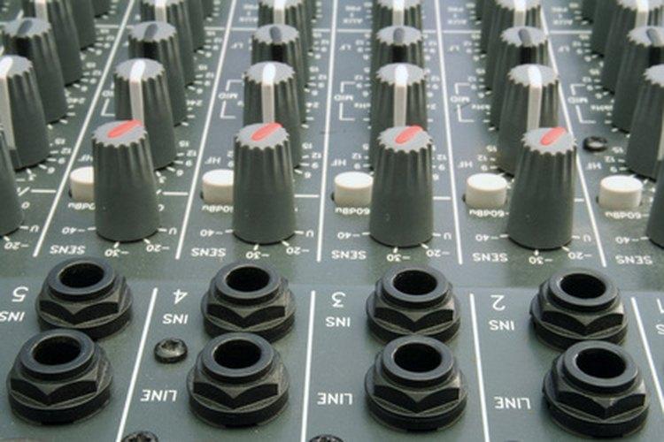 Para realizar la medición en un amplificador pre-fabricado tendrás que medir la salida en el conector central y el borde de la toma de salida.