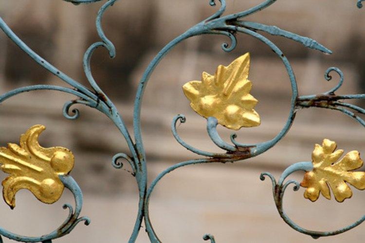 El hierro se puede pintar para lograr un efecto ornamental.
