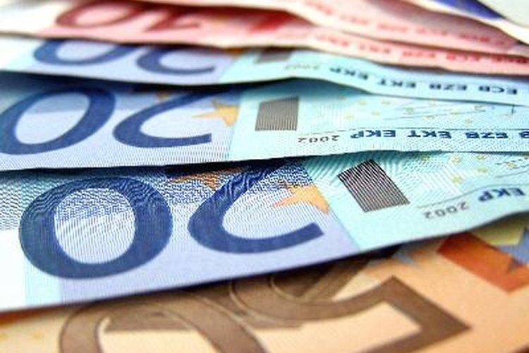 Los cajeros de banco manejan elevadas sumas de dinero.