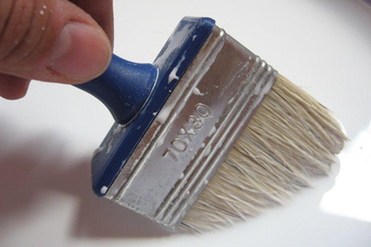Reduce el brillo de una pintura con un barniz mate.