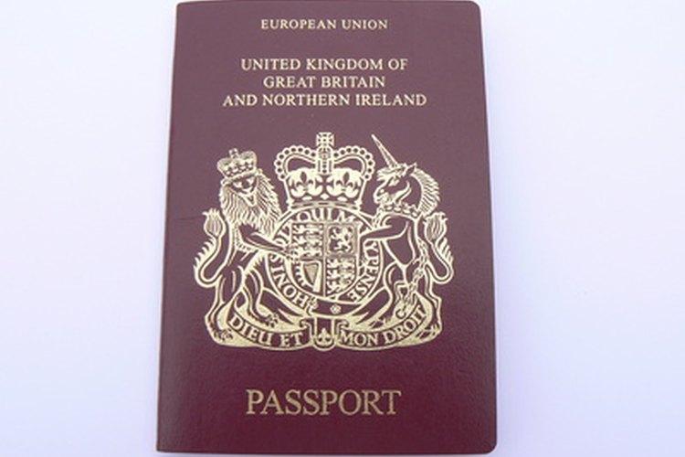 Los ciudadanos duales en Inglaterra pueden mantener los pasaportes de Gran Bretaña y de otros países.