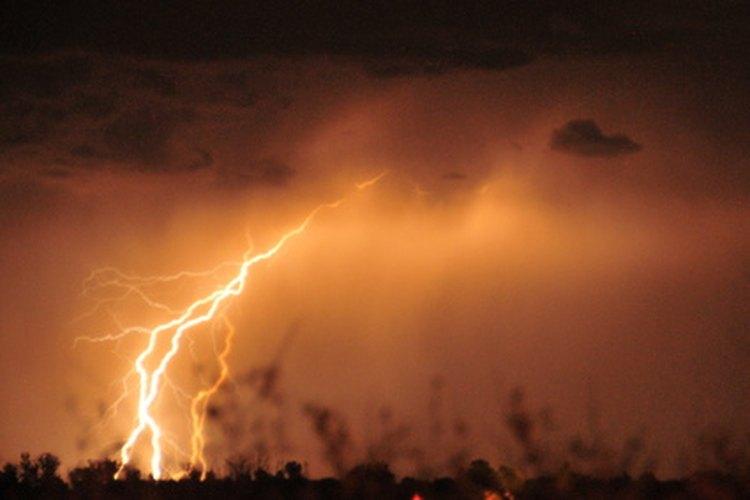 Los pararrayos ayudan a prevenir el daño de la caída de los mismos y otros cambios de corriente.