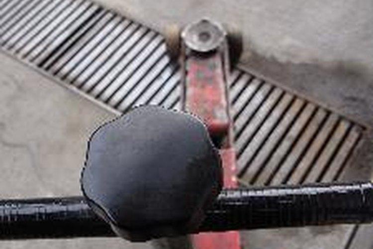 La perforación de los cilindros se hace en un taller mecánico profesional.