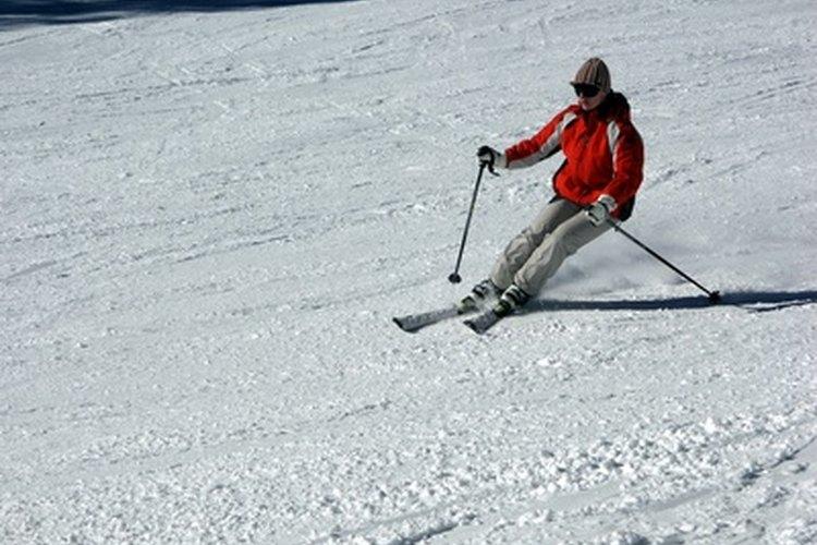 Sigue las instrucciones para lavar una chaqueta de esquí.