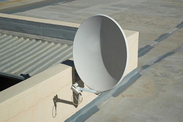 Mira televisión por aire con un receptor satelital fuerte.