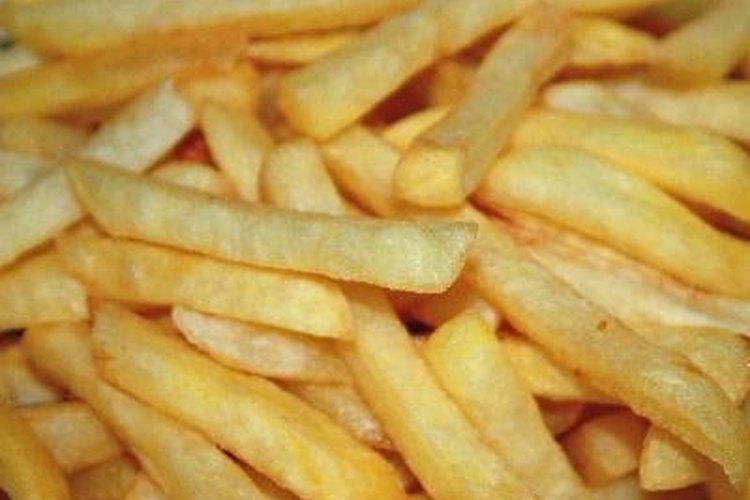 Las papas fritas son un buen acompañamiento para cualquier comida.
