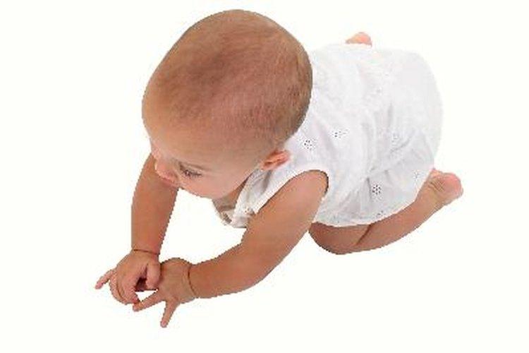 Instala una puerta de seguridad en el momento en que tu hijo empiece a gatear.
