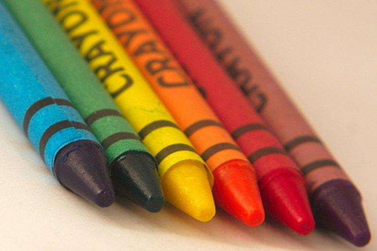 Crea contornos de crayón de las letras cuando el libro de ABC esté terminado.