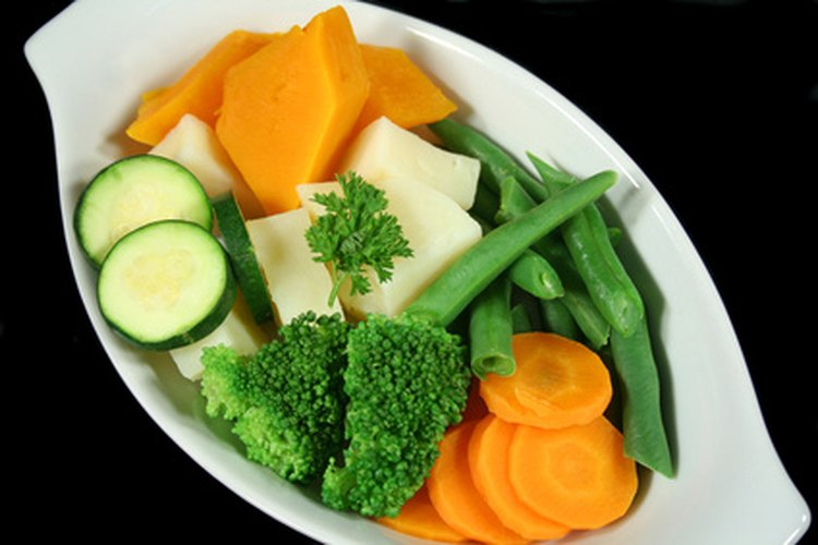Cocinar los vegetales al vapor mantiene los nutrientes intactos.