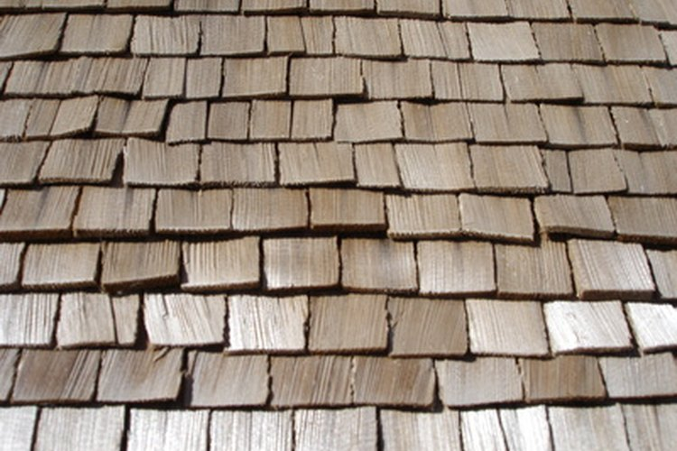 Las tejas de madera se han usado durante cientos de años para proteger las casas de la exposición a la lluvia.