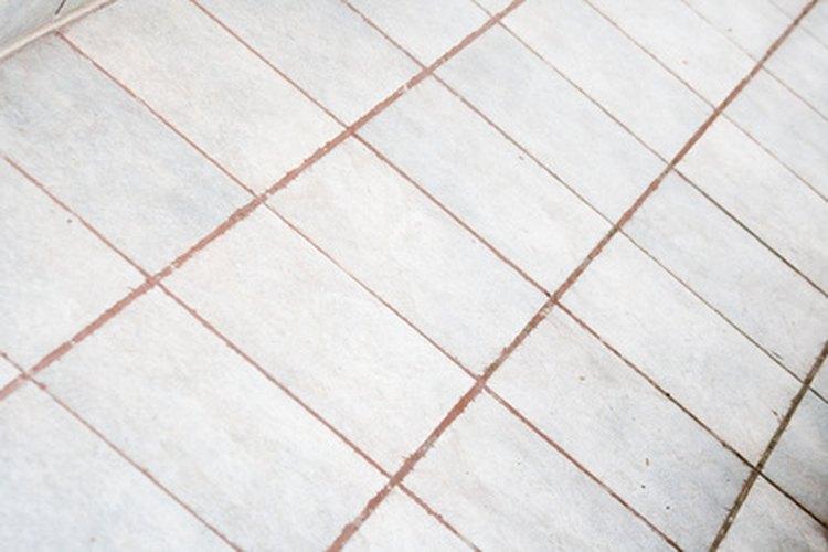 La lechada con arena es la que más se utiliza cuando se colocan baldosas pequeñas con uniones anchas.