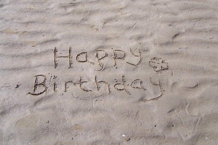 Desear un feliz cumpleaños a alguien de modo creativo puede agregar emoción a un mensaje común.