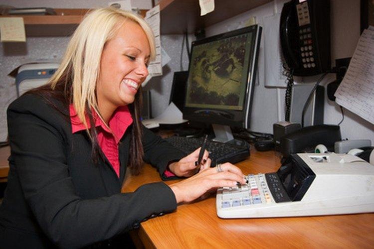 Gerentes de alto nivel y gerentes principiantes realizan análisis presupuestales y tareas de supervisión.