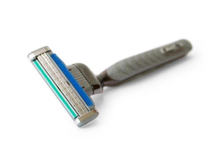 Las niñas y niños tienden a empezar a afeitarse al entrar en la pubertad.