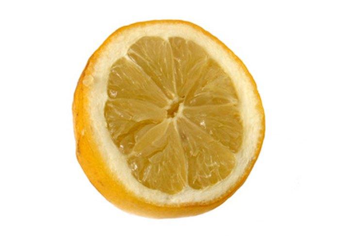 Haz vinos de frutas con diferentes frutas, incluyendo limones.