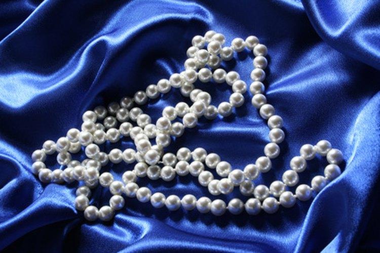 Las perlas son un excelente accesorio cuando se llevan de la manera correcta.