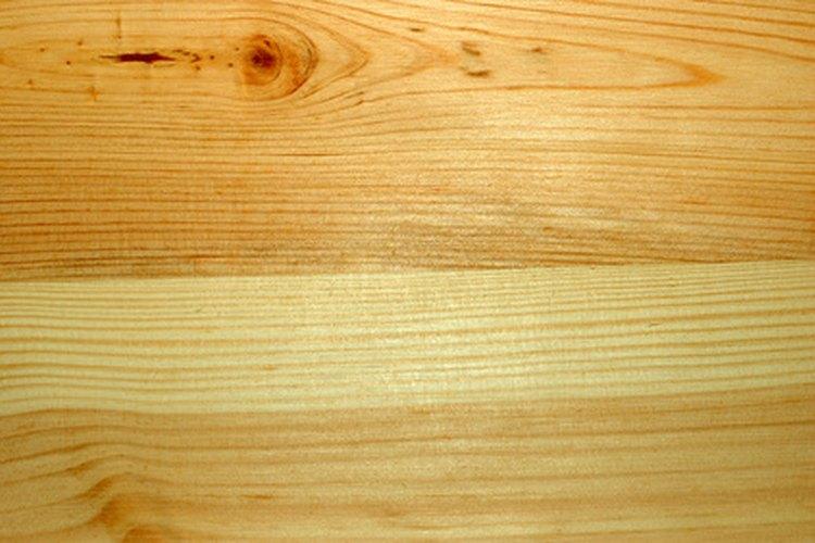 Combina el tipo de pintura con el tipo de piso de madera maciza.