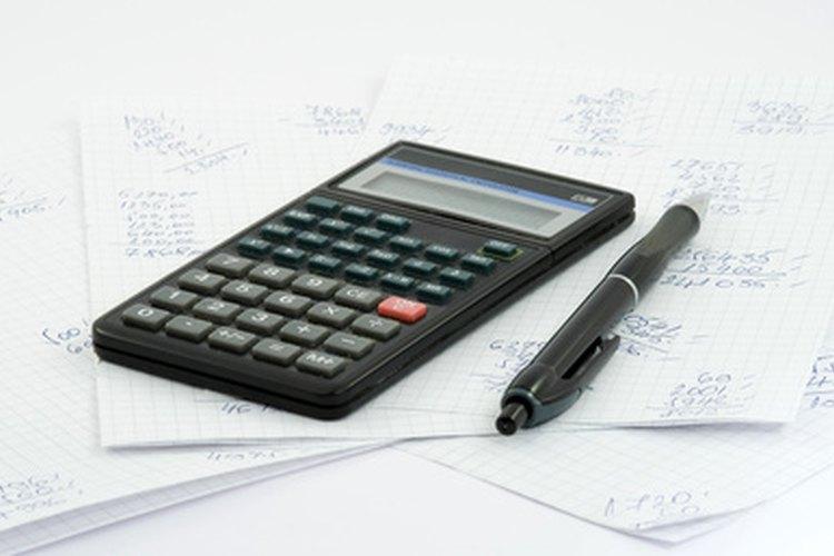 Los asistentes de contabilidad escriben la información en las cuentas y realizan las actividades de reconciliación.