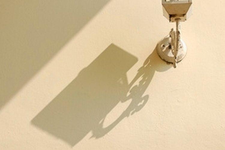 Las lámparas exteriores con sensor añaden seguridad a tu casa.