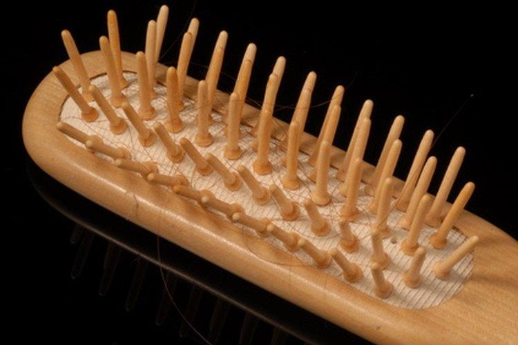 Nunca remojes un cepillo de madera en agua, ya que puedes causar que se pudra.