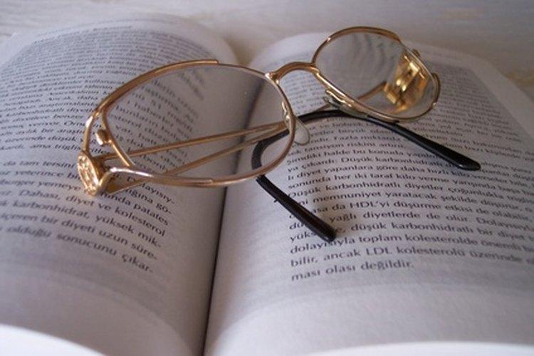El quitaesmalte puede dañar el recubrimiento de una lente de plástico.