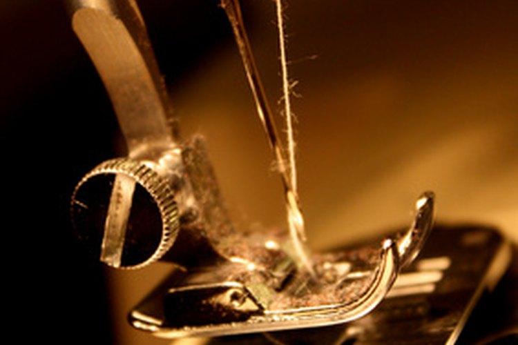 Tener un boyo de hilo debajo de tu proyecto a coser es frustrante, pero fácil de corregir.