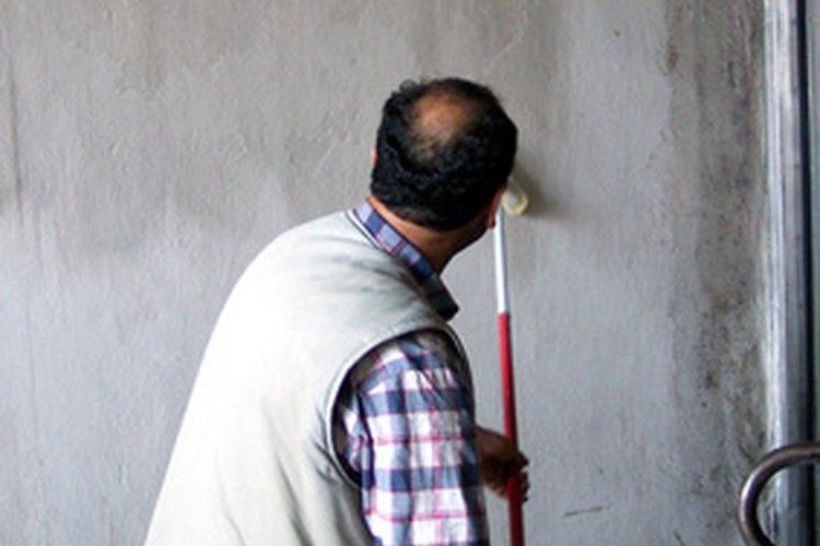 Retirar la pintura vieja es elemental para hacer un buen trabajo de pintura nueva.