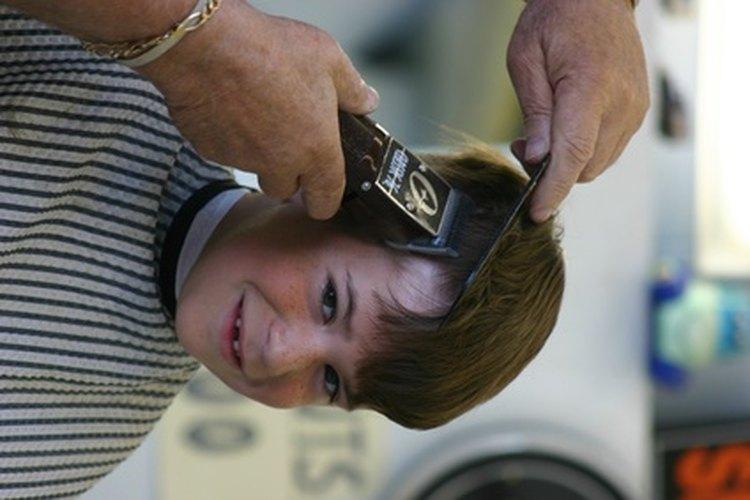 La versión moderna de un corte de cabello tradicional para hombre es un corte a máquina.