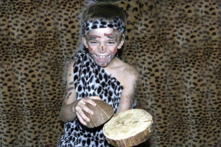 A los niños les encanta ponerse disfraces y meterse en un personaje para una obra de teatro escolar.