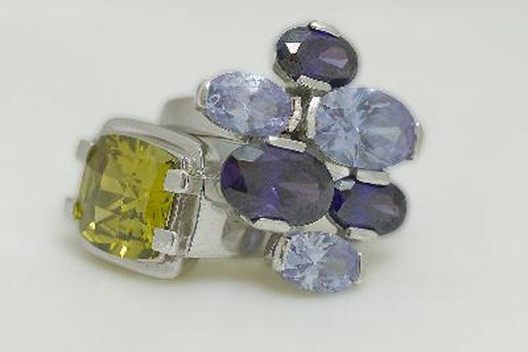 Los anillos de titanio están de moda.