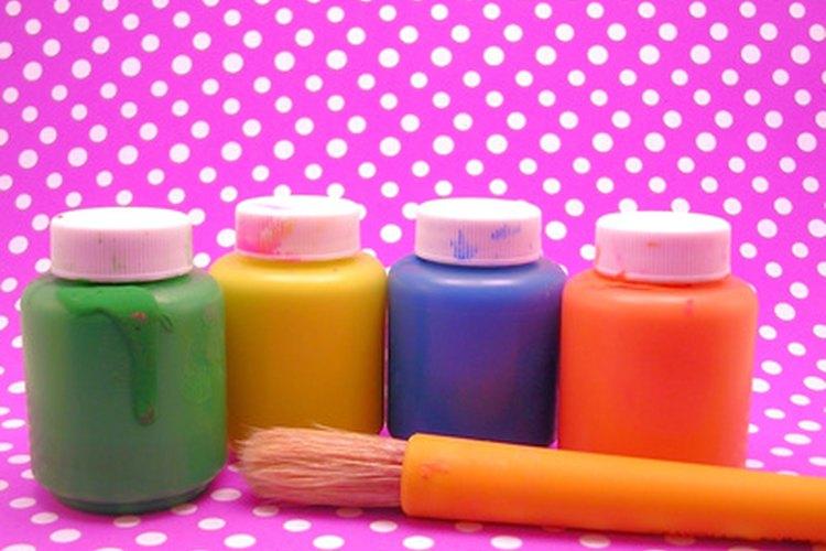 La pintura a la témpera es un material básico para muchos proyectos de manualidades.