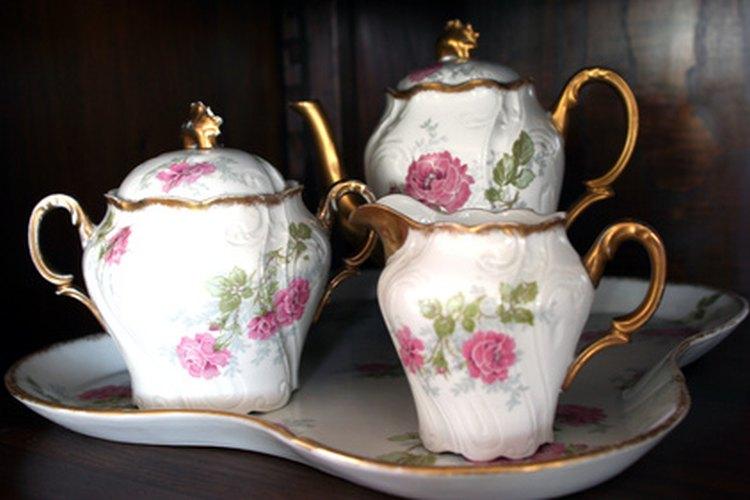 La calidad liviana y translúcida de la porcelana.