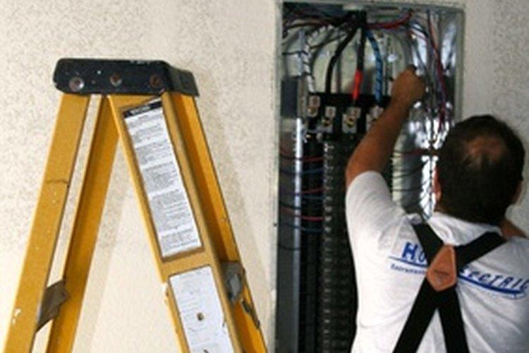 La mayoría de los electricistas trabajan en una nueva construcción o por cuenta propia.