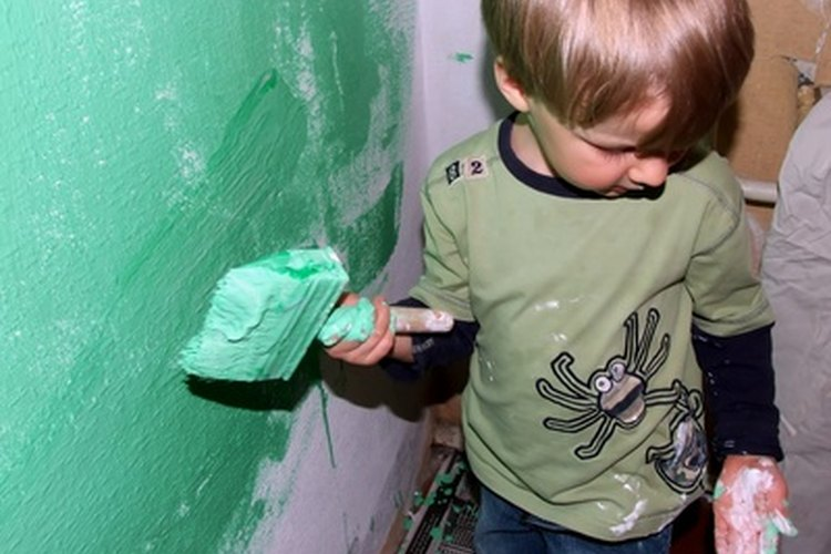 Los niños, junto con sus padres, pueden ofrecerse como voluntarios en refugios.