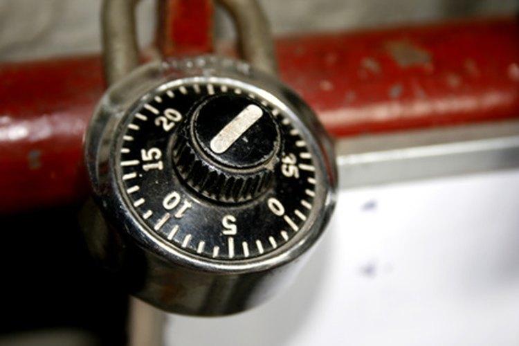 Incluso si has olvidado la combinación de tu candado Master Lock, puede haber una manera de abrirlo.