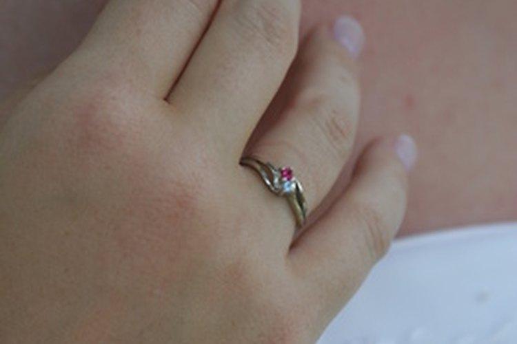 Un anillo que se lleva en la mano derecha puede tener distintos significados.