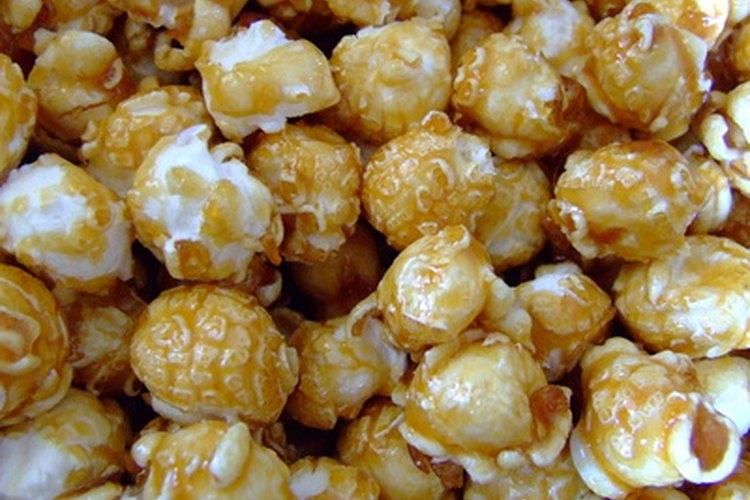 El caramelo derretido se puede verter sobre las palomitas de maíz, las galletas y los helados.