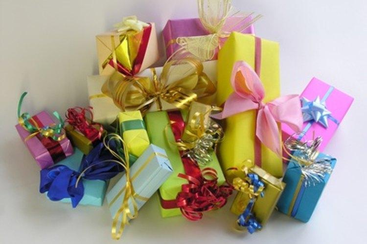 Escribe notas de agradecimiento por los regalos de tu baby shower.