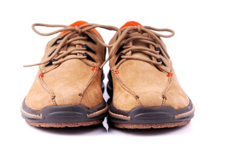 Los elevadores de talón se ajustan dentro de los zapatos para aumentar la estatura.
