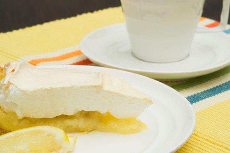 Un merengue blando normalmente cubre una tarta.